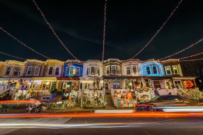 Света рождества праздника на здании в Hampden, Балтиморе Mary стоковое изображение rf