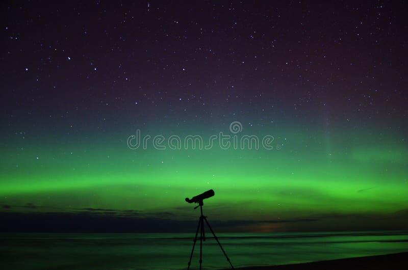 Света северного сияния приполюсные и звезды Большой Медведицы стоковое фото rf