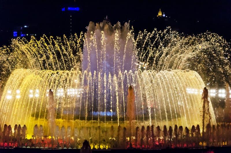 света фонтана barcelona стоковая фотография rf