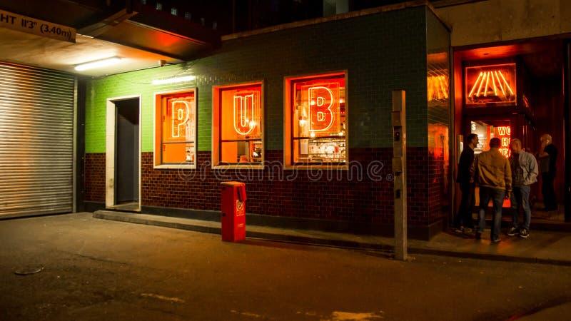Света PUB в ноче Soho Лондоне стоковые изображения rf