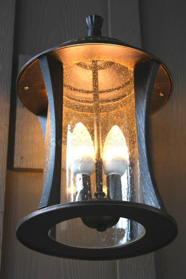 светильник входа cfl освещает напольное стоковое изображение