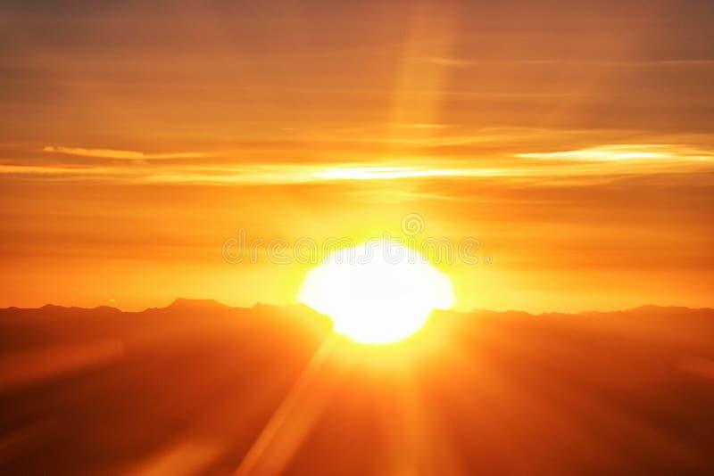 Светить через горы стоковое изображение rf