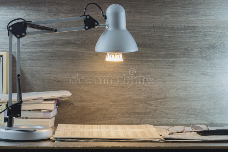 Download светильник изображения отдела проводки чеков мое другое портфолио подобное Стоковое Изображение - изображение насчитывающей самомоднейше, таблица: 81805389