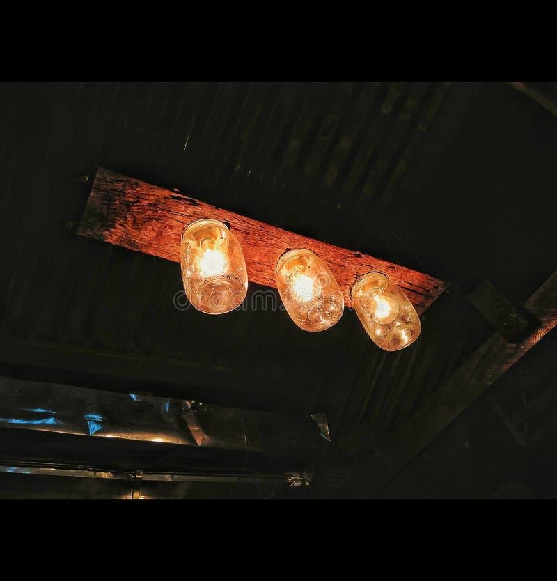 Светлая темнота не воспламеняет угрюмый никакую свободу стоковая фотография rf