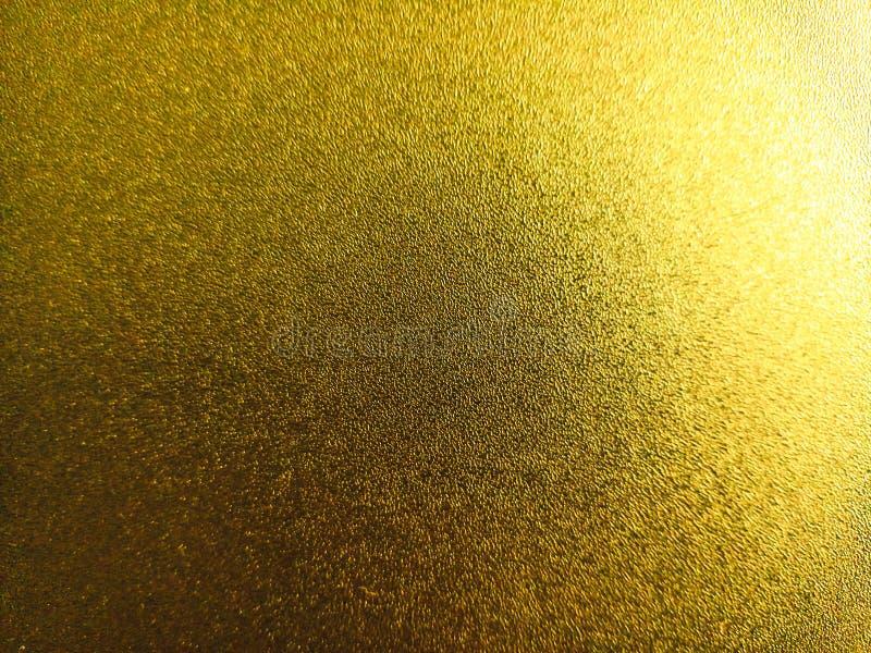 Светло-желтый цветной блестящий фон со светлыми и темными световыми эффектами, привлекательные обои стоковое изображение rf