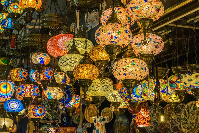 Светлые лампы в рынке Istambul стоковое фото rf
