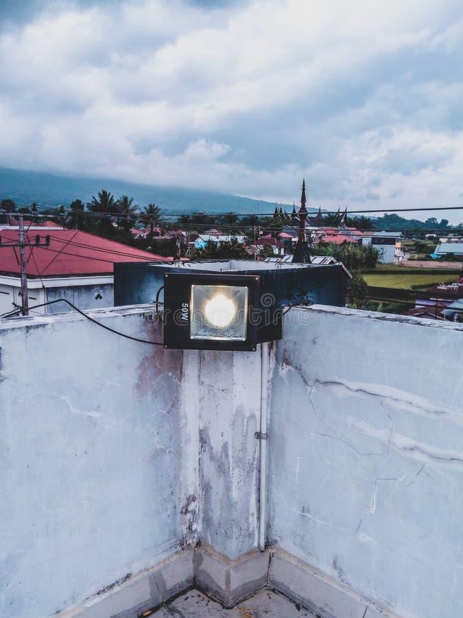 светлые средние облака природы стоковая фотография