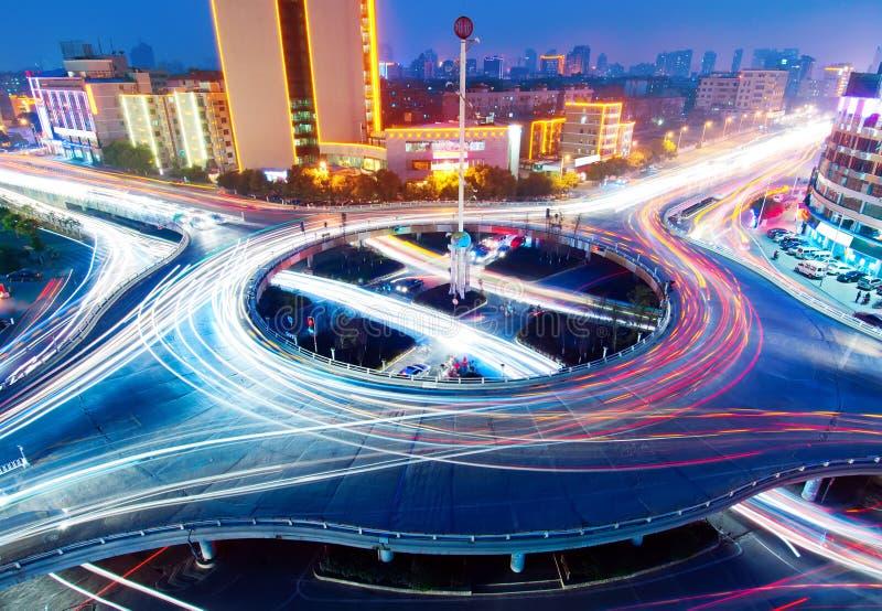 светлые тропки моста стоковое фото rf
