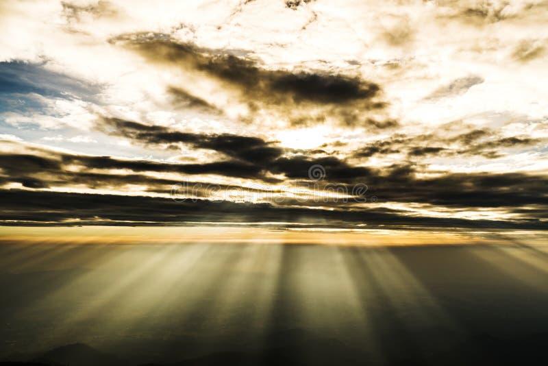 Светлый приходить из облаков стоковая фотография