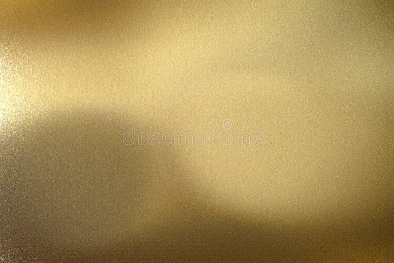 Светлый светить на панели металла волны золота, абстрактной предпосылке текстуры иллюстрация вектора