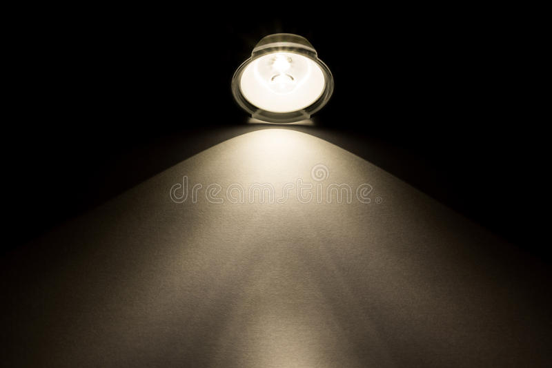 Световой луч от электрофонаря стоковое изображение