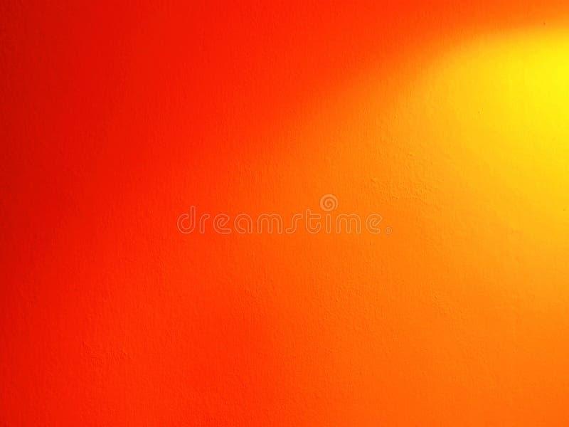 Световой эффект на померанцовой стене стоковые фотографии rf