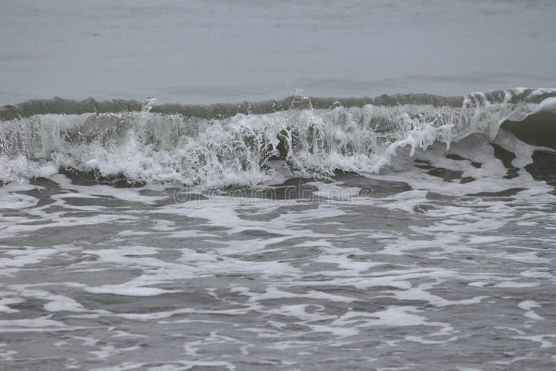 Световые волны против песка стоковые фотографии rf