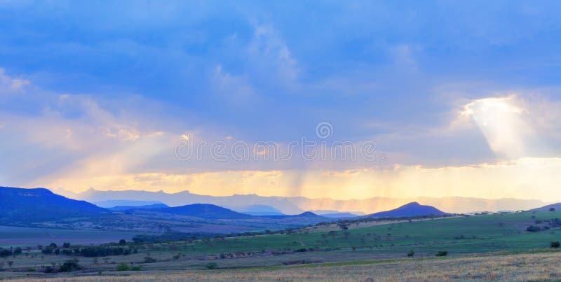 Световые лучи через облака стоковое изображение rf