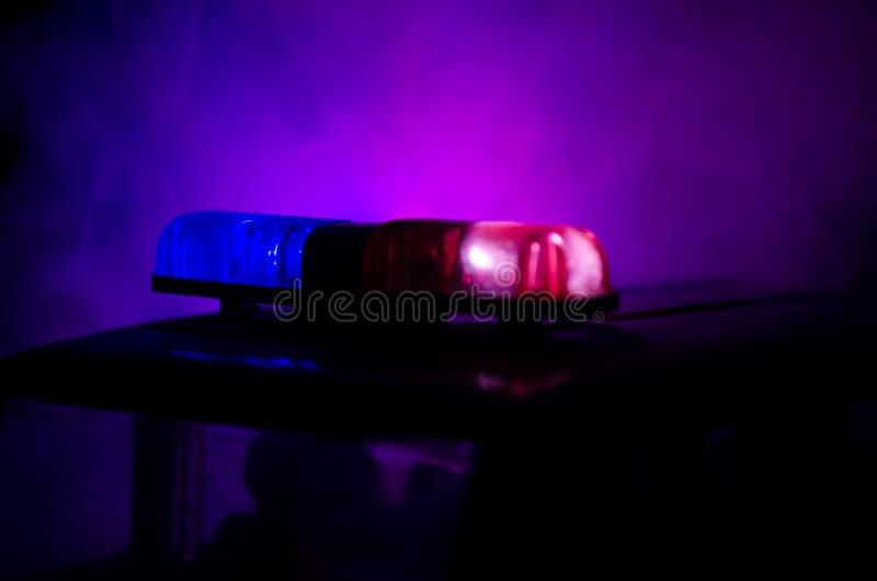 Светосигнализатор красного света на полицейской машине Света города на предпосылке Концепция правительства полиции стоковое фото rf
