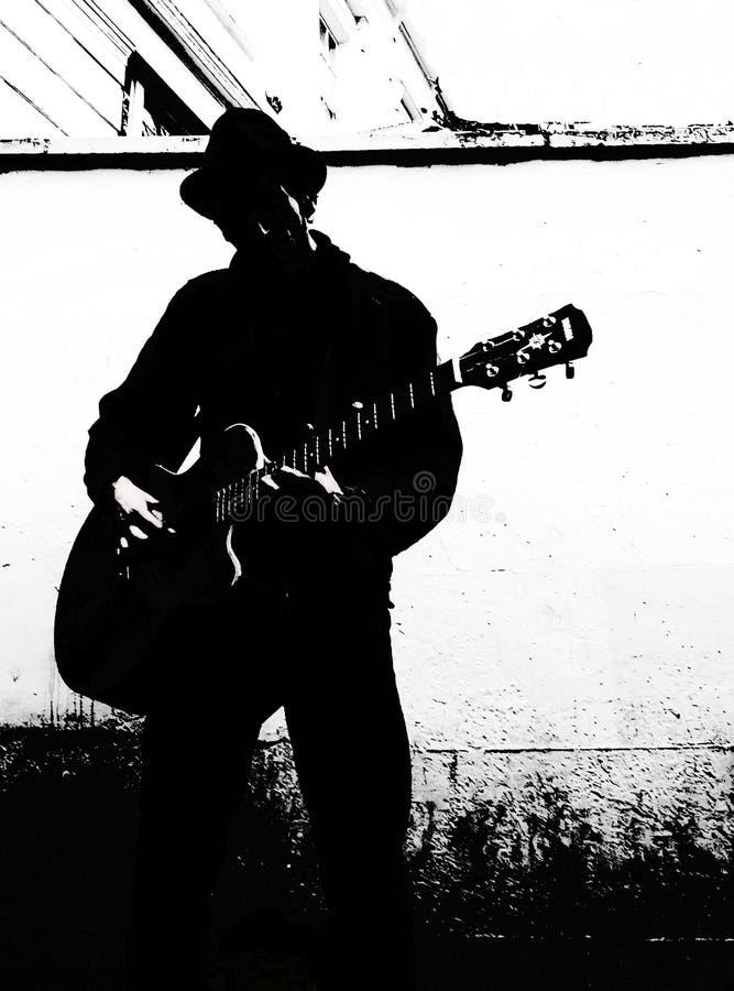 Светотеневой игрок гитары стоковое фото rf