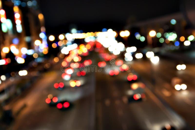 Светофоры ночи большого города - из фокуса стоковое изображение rf