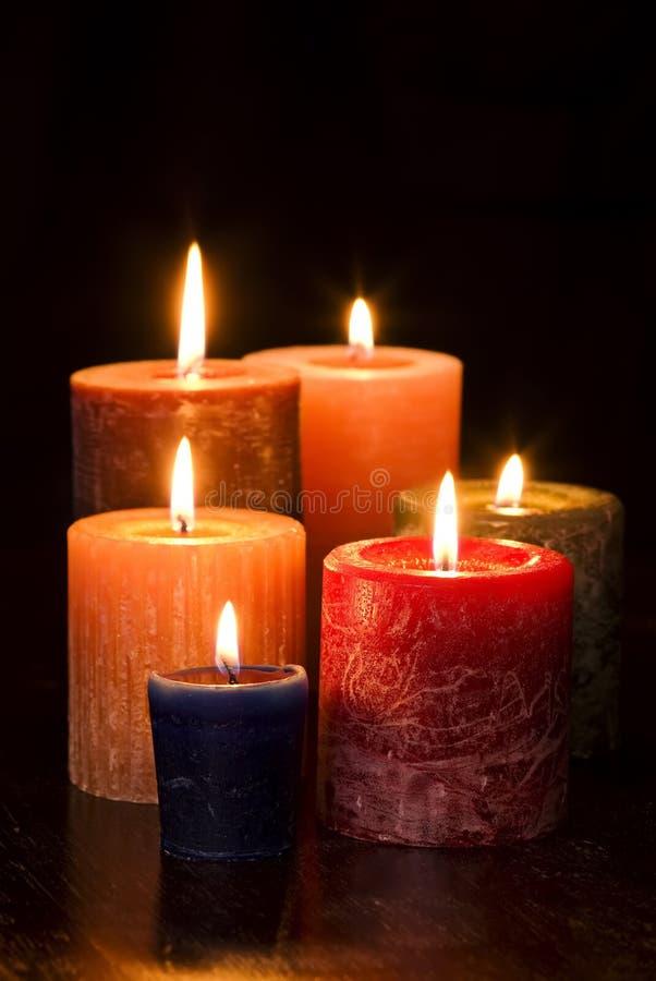 светы горящей свечи стоковое фото rf