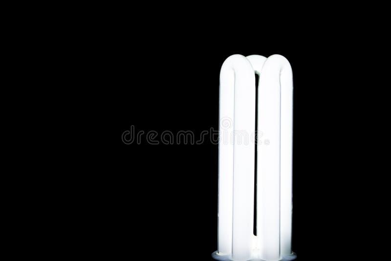 Светящая люминесцентная лампа с черной предпосылкой стоковая фотография