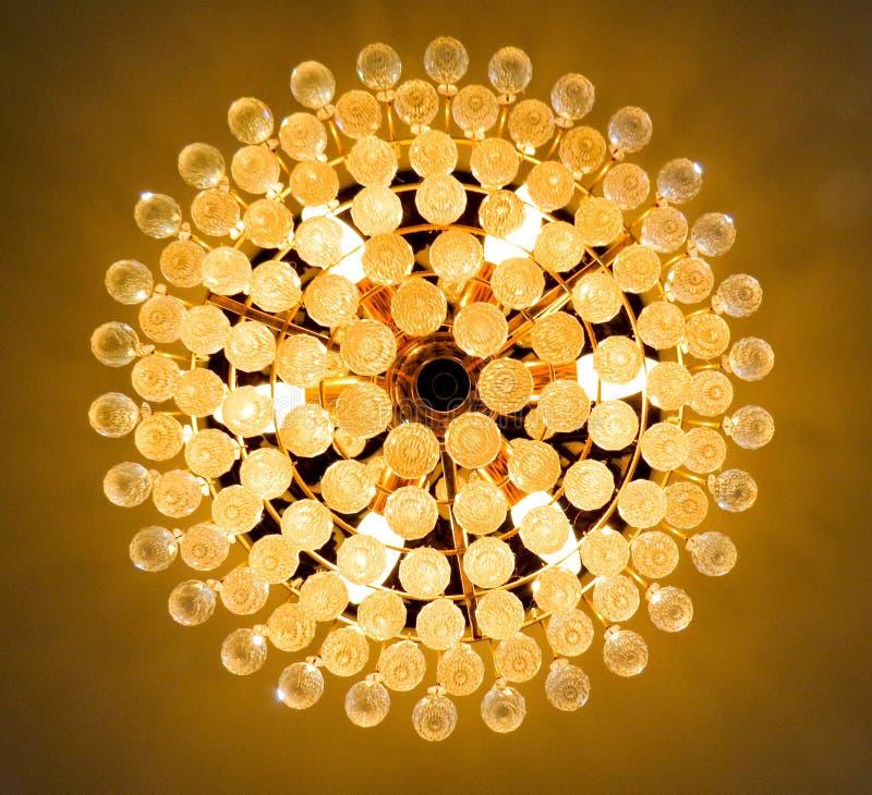 Светлая люстра хрустального шара стоковые фотографии rf