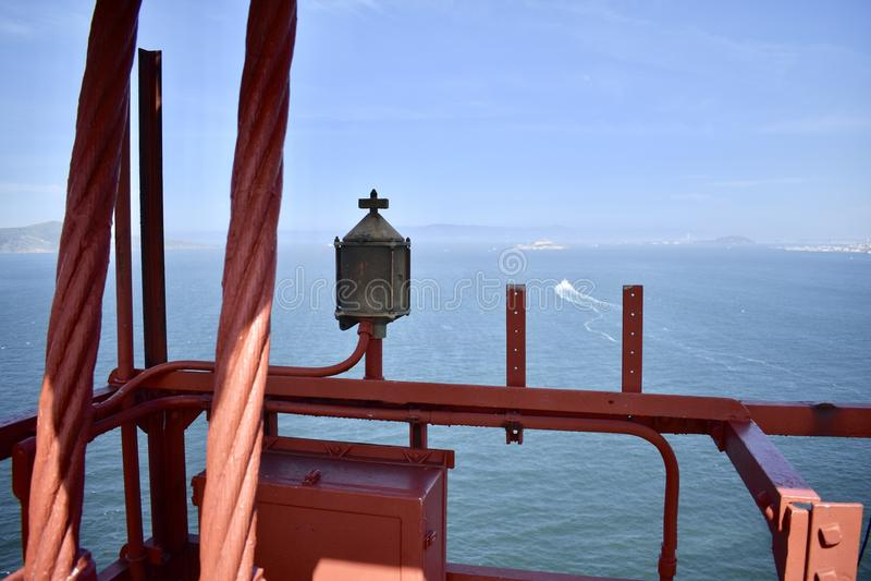 Свет безопасности моста золотого строба навигационный стоковая фотография rf
