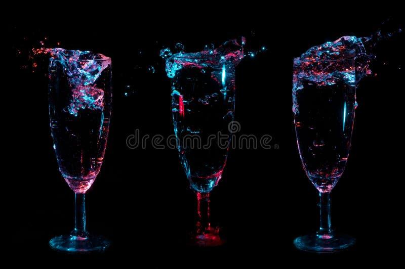 Свет голубой и красный брызгает в 3 причудливых стеклах на черной предпосылке стоковое фото