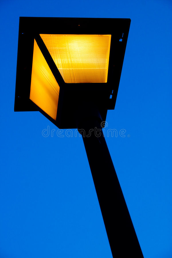 Download свет города стоковое изображение. изображение насчитывающей яркое - 487789