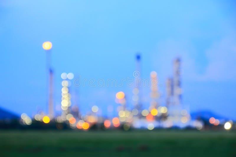Свет запачканный конспектом петрохимического завода нефтеперерабатывающего предприятия стоковые фотографии rf