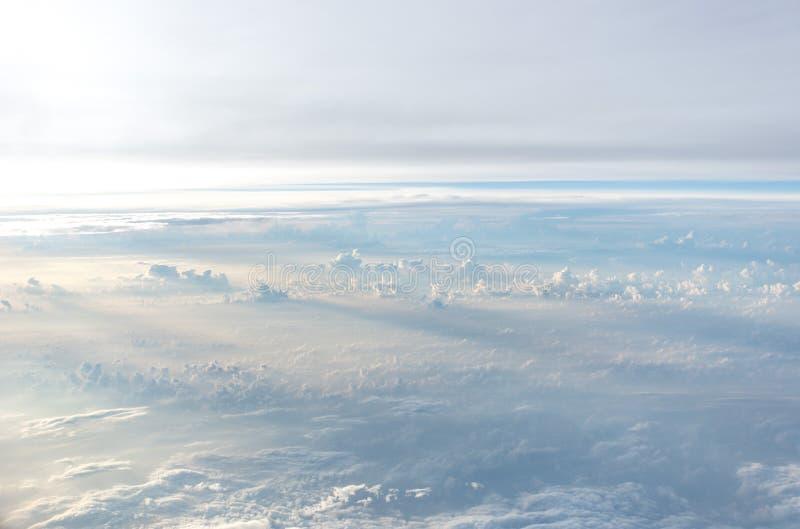 Свет и облака в небе стоковые изображения rf