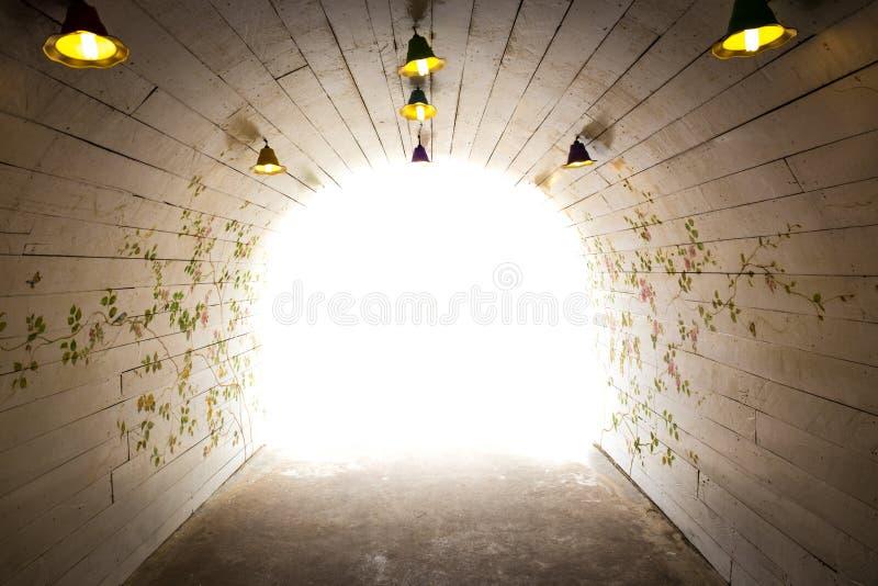 свет, котор нужно погулять путь стоковое изображение