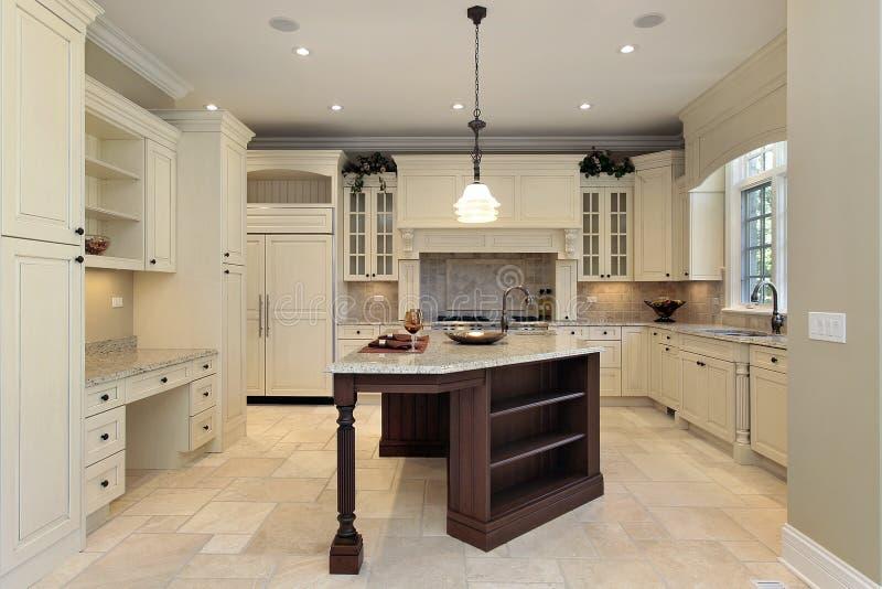 свет кухни cabinetry стоковое фото rf