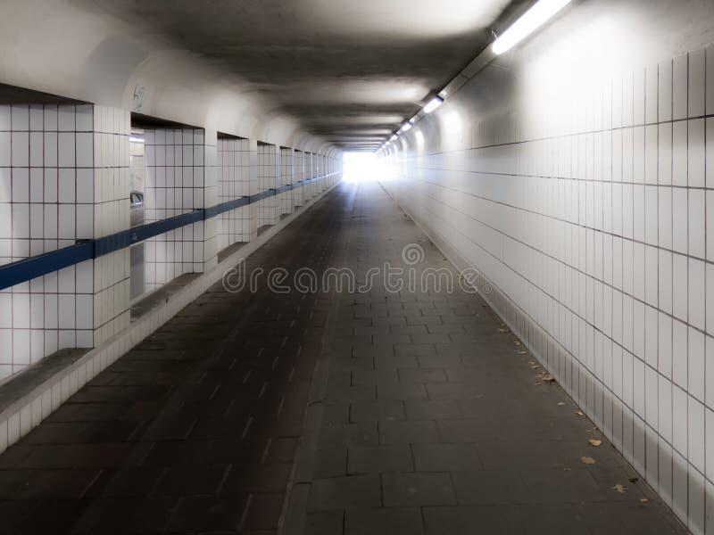 Свет на конце тоннеля стоковая фотография
