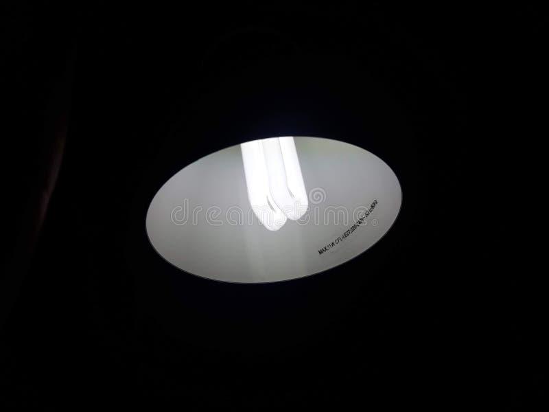 Свет на лампе для темной комнаты стоковая фотография