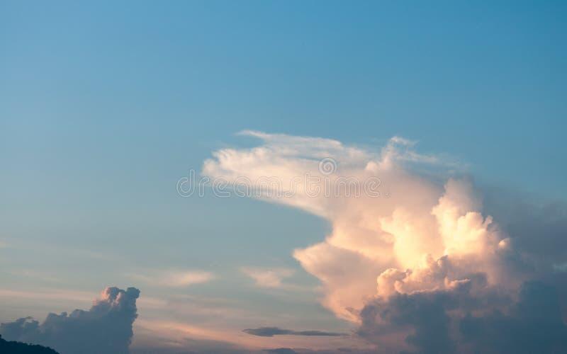 Свет облака перед заходом солнца стоковая фотография
