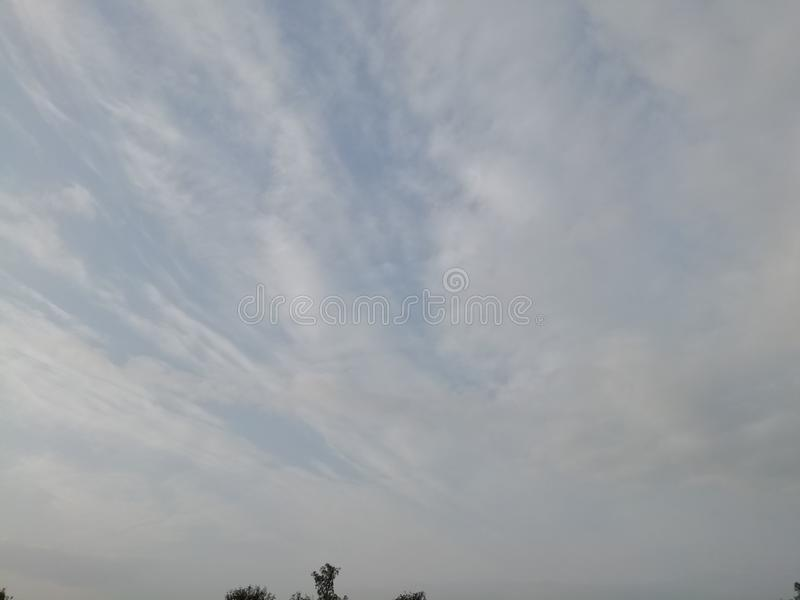 Свет - обои ноутбука предпосылки облаков сини и цвета неба абстрактные стоковое изображение