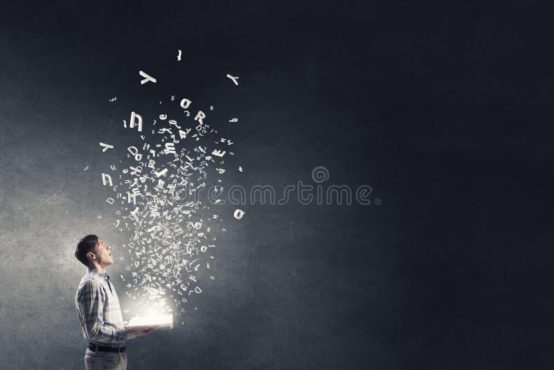 Свет образования в темноте стоковая фотография