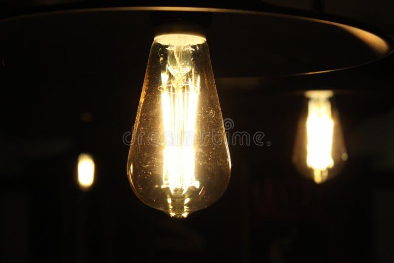 Свет освещает яркость темноты 3 электрической лампочки стоковое фото