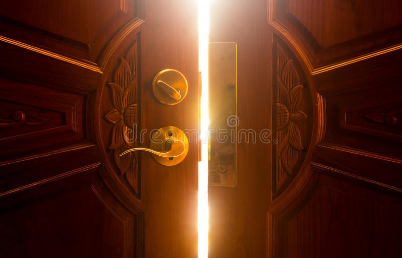 Свет открыть двери стоковое фото