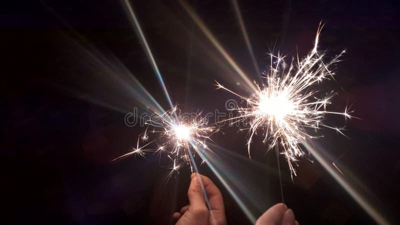 Свет праздника в темной холодной ноче стоковые фото