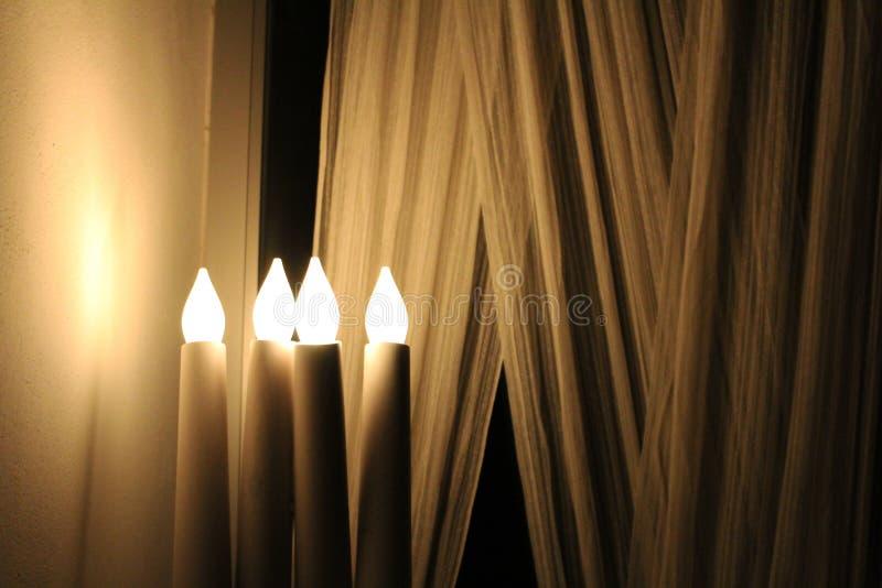 Свет свечи - желтая лампа стоковое фото rf