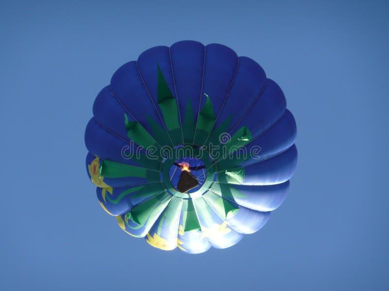Свет - фиолетовый горячий воздушный шар стоковое фото