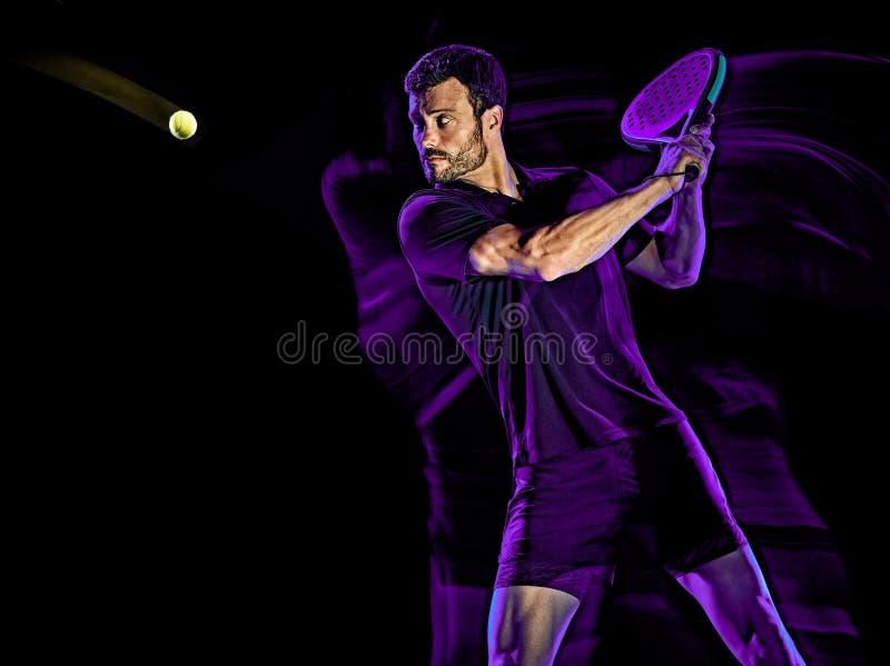 Свет человека теннисиста затвора крася изолированную черную предпосылку стоковые фотографии rf