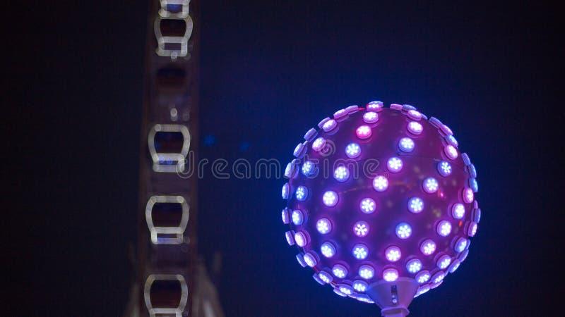 Свет шарика диско с голубым цветом стоковые фотографии rf