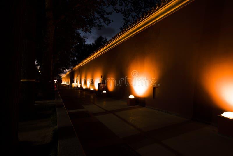 Светлые красные стены  стоковое изображение