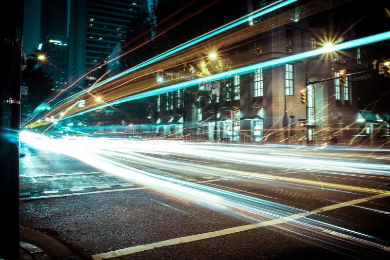 Светлый след внутри к центру города, Ванкувер, ДО РОЖДЕСТВА ХРИСТОВА стоковые фотографии rf