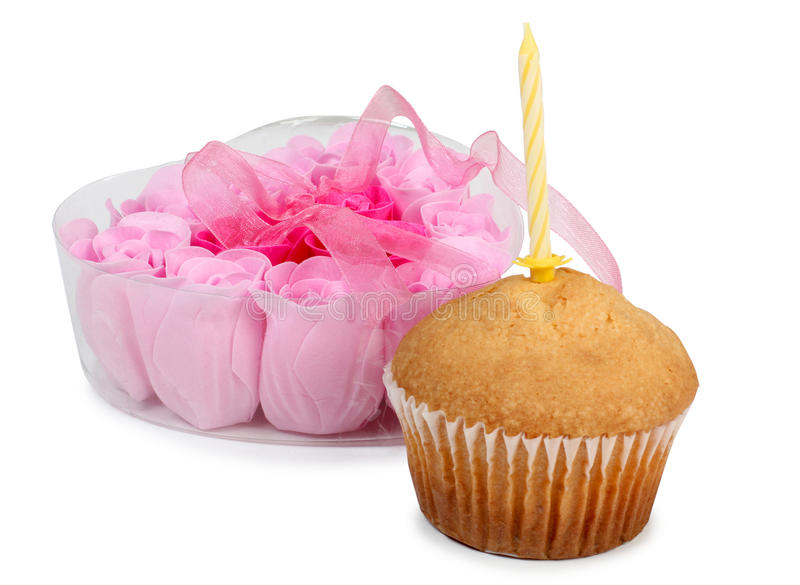 Свеча и сладостный торт стоковые фотографии rf