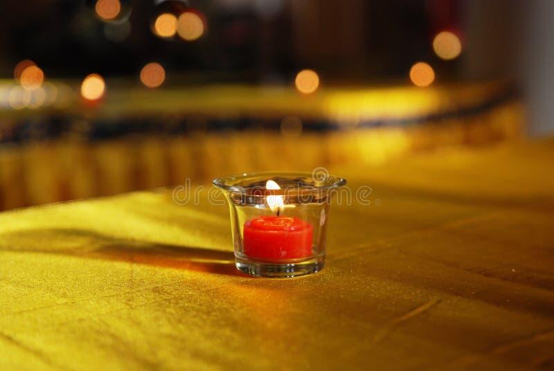 Свеча освещения буддизма длинная стоковые изображения rf