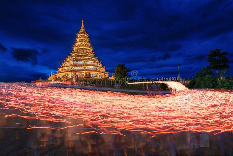 Свеча освещенная на виске Pla Kung Huay стоковое фото