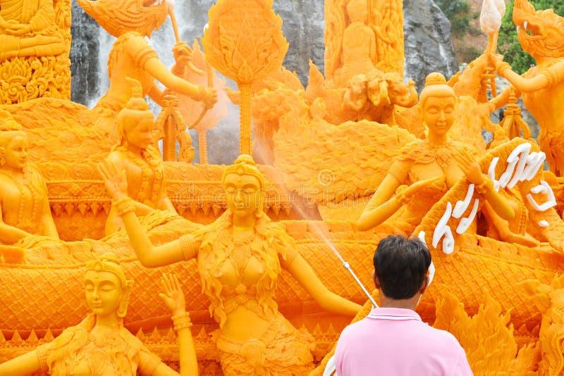 Свеча одолженная буддистом: 2-8-2015: Nakhon Ratchasima, Таиланд: шествие буддийских одолженных свечей стоковое фото
