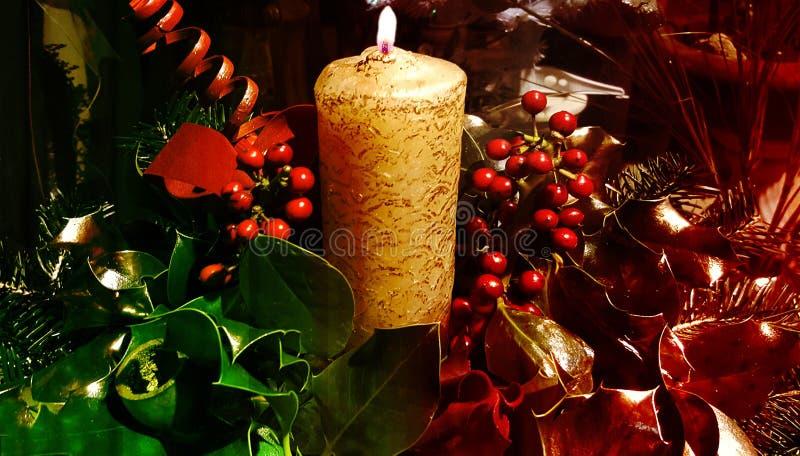 Свеча рождества и красивое украшение стоковые изображения